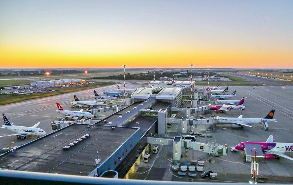 image-2017-07-4-21853686-70-aeroportul-henri-coanda-otopeni.jpg